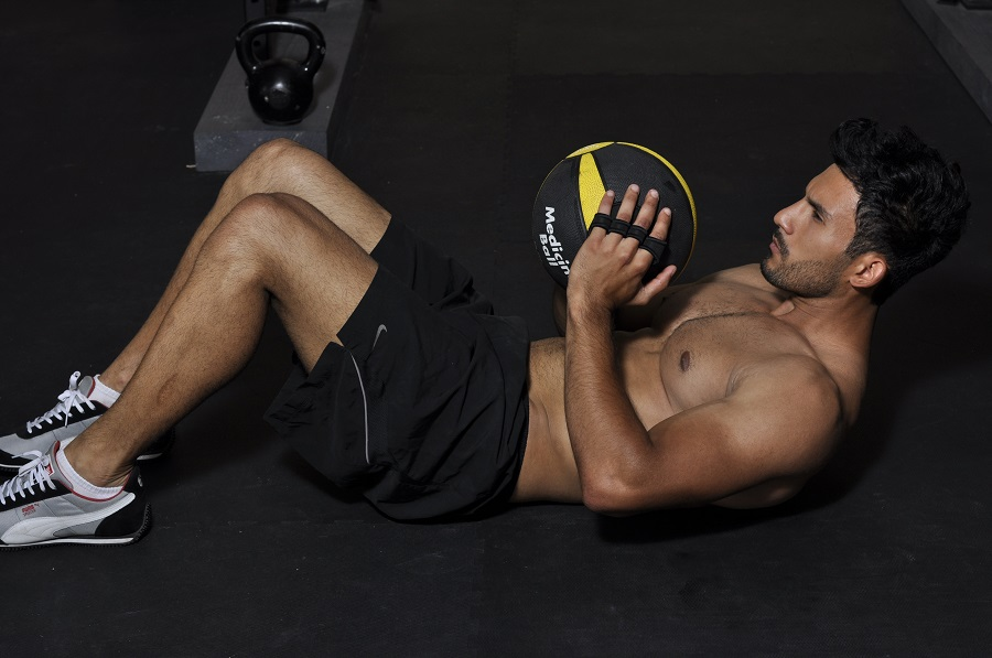 How to Do Medicine Ball Workouts for Abs and Get Fast Results